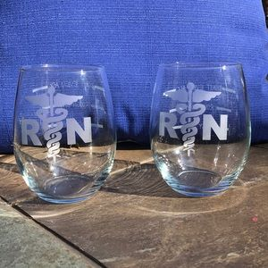 RN Set of 2 wine glasses Etched with RN & status